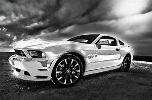 White Ford Mustang 2005 Wall Art Muscle Car Picture Photograph by Hotel Arizona HD