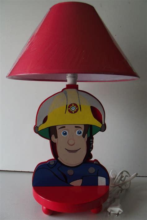 le de chevet enfant en bois quot le petit pompier quot d 233 coration pour enfants par dan61