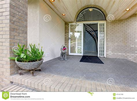 porche d entr 233 e maison de luxe photo stock image 41141769