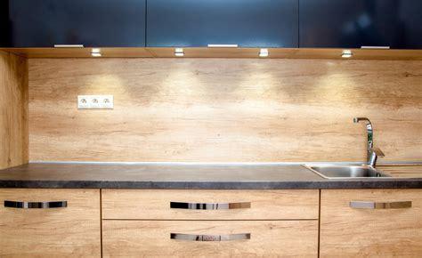 credence cuisine bois crédence en bois critères de choix pose et entretien