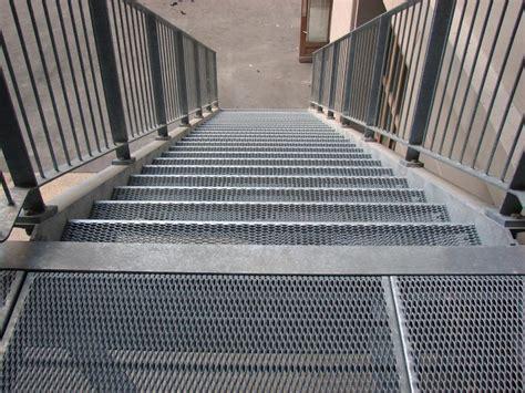 escalier en caillebotis metallique caillebotis m 233 tallique caillebotis m 233 tallique sur mesure caillebotis m 233 tallique galvanis 233