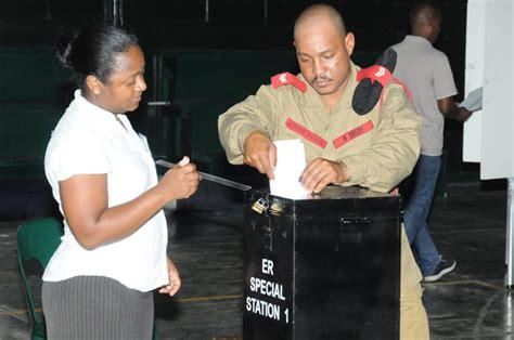 bureau du directeur general des elections les 233 lections l 233 gislatives aux seychelles les 233 lecteurs se sont rendus aux urnes pour le