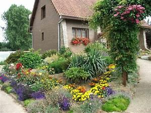 amenager parterre devant maison 6 amenager son jardin With affiche chambre bébé avec parterres de fleurs vivaces