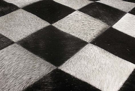 tapis en peau de vache damier noir et blanc lisboa 120x175 par santelmo le sp 233 cialiste du tapis