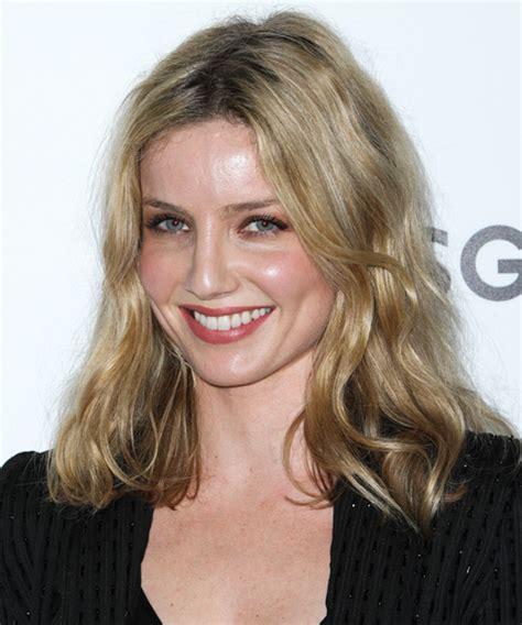 Annabelle Wallis Medium Straight Casual Hairstyle