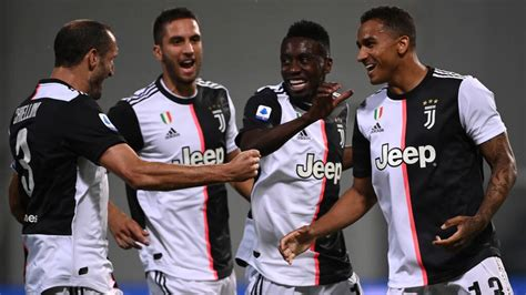 Alex sandro (juventus) header from the right side of the six yard box to the. Koploper Juventus morst na heerlijk duel met Sassuolo ...