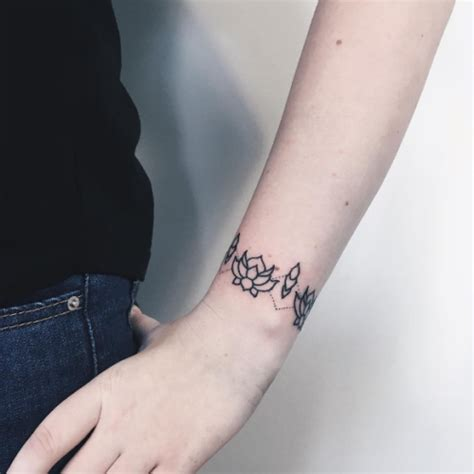 deslumbrantes tatuajes  mujeres  significado