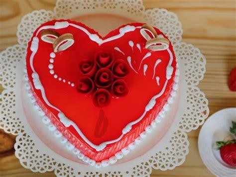 heart shaped vanilla strawberry cake secret confession