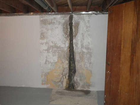 Basement Waterproofing   Vertical Crack in Basement in