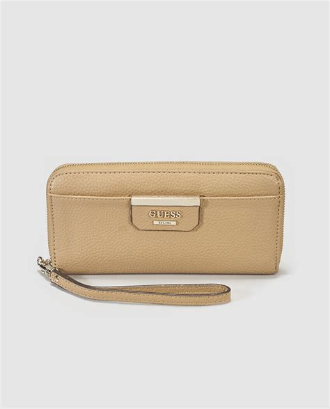 guess color guess espa 241 a cartera en color camel guess moda el
