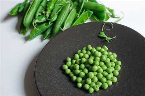 cuisiner les petit pois frais comment écosser les petits pois frais chocolate zucchini