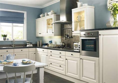 Küche Farbe Wand by Wei 223 E K 252 Che Und Blaue Wand Stehen Im Einklang K 252 Che Farben