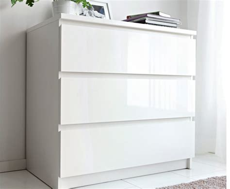 chambre a coucher grise commode blanche chez ikea
