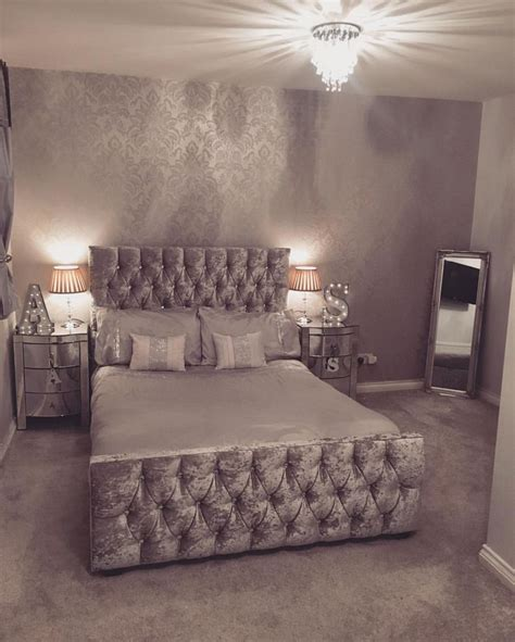 Silver Bedroom Inspo by Best 20 Silver Wallpaper Ideas On Gold Damask