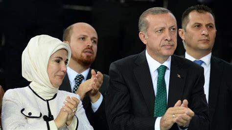 Un immense chantier de plus de 10 milliards d'euros qui a suscité la controverse en raison des… le président erdogan et son épouse (c) entourés de leurs hôtes pour la cérémonie officielle. En Turquie, Erdogan entame jeudi son premier mandat de ...