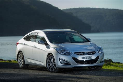 hyundai  sedan expands mid size