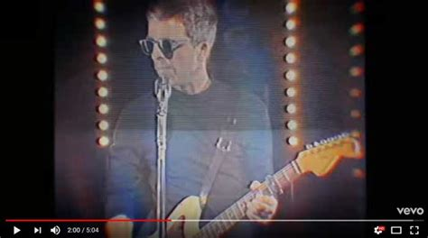 testo she noel gallagher she taught me how to fly traduzione