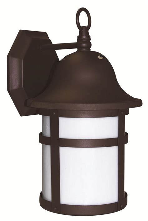dusk to outdoor lighting at home depot