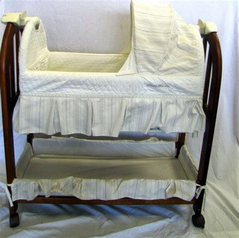 eddie bauer bassinet bedding eddie bauer 10332 musical rocking bassinet ebay