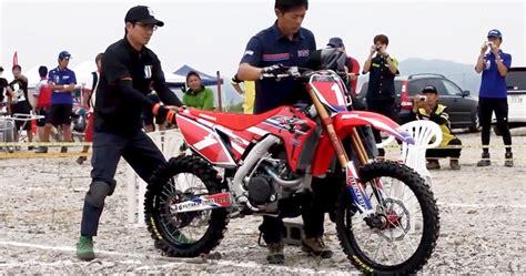 Gazgas Gxe 450 2019 by 2017 Honda Crf450r Dirt Bike Test