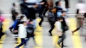 Hong Kong money senders battle for Philippine trade - BBC News
