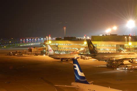 Die durchsuchung ergab jedoch nichts. Flughafen Düsseldorf bei Nacht Foto & Bild | deutschland ...