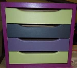 peinture sur meuble en bois avec 4 tiroirs colores With peinture sur meuble bois