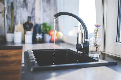 clean  kitchen sink