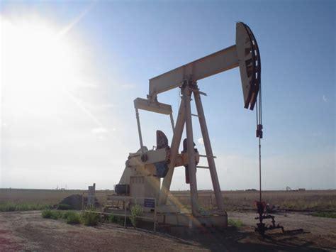 File:Oil well.jpg - Wikipedia