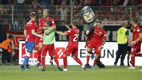 Maybe you would like to learn more about one of these? Bundesliga: Dortmund chute contre l'Union Berlin