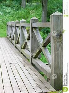 Balustrade En Bois : balustrade et barri re de pont en bois photo stock image ~ Melissatoandfro.com Idées de Décoration