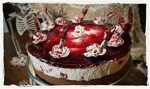 Halloween Rezepte Kuchen : saw blutbad torte mit blutigen rosen horror magazin ~ Lizthompson.info Haus und Dekorationen