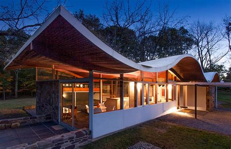 whats   market undulating roof house  jules
