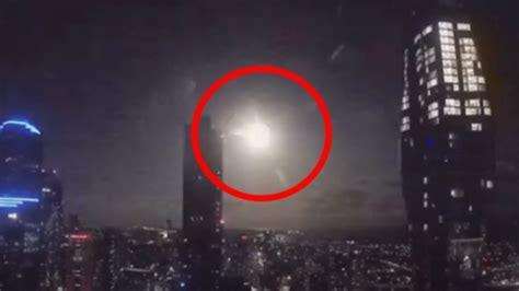 Spektakël qiellor, meteori shpërthen mbrëmjen e Shën ...