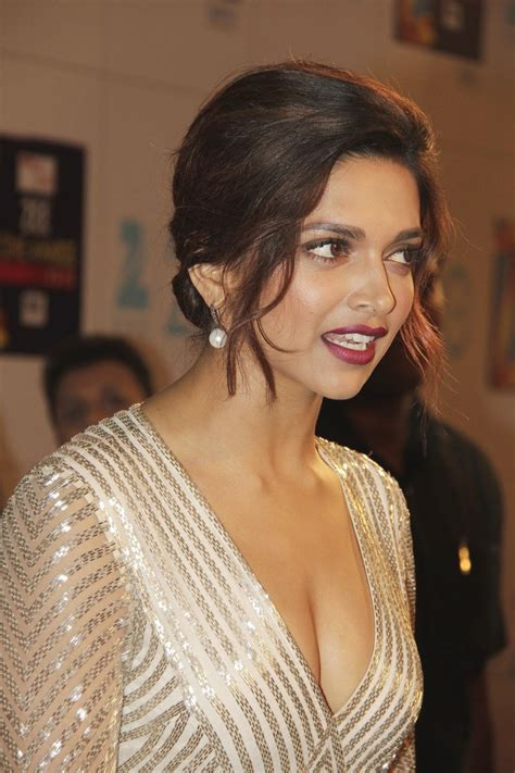 High Quality Bollywood Celebrity Pictures Deepika Padukone Super Sexy Cleavage Show At The Zee
