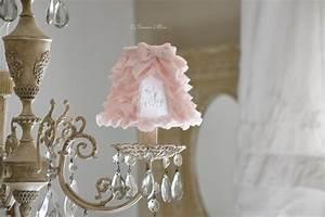 Abat Jour Rose : un nouvel abat jour froufrou le grenier d 39 alice ~ Teatrodelosmanantiales.com Idées de Décoration