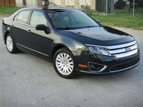 find   ford fusion hybrid sedan  door  mpg