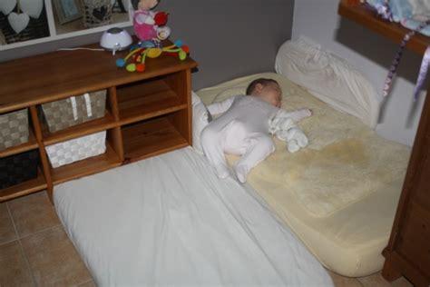 comment faire dormir bébé dans sa chambre vos expériences de chambre de bébé montessori mamans