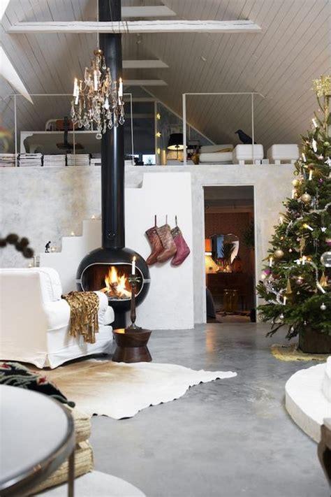 Anybody can make a beau. 22 Christmas Wall Decorating Ideas - Elegant Holiday Wall ...