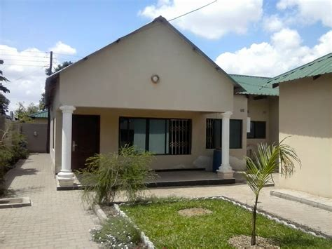rent magnificent  bedroom town house  woodlands extension lusaka property zambia