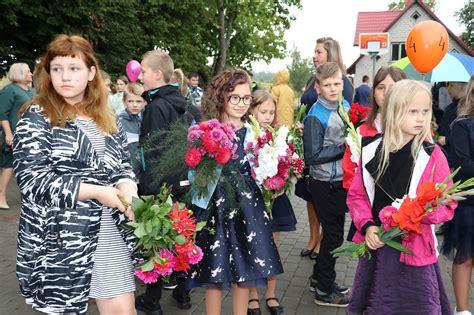 Foto: 1. septembris Alūksnes novada vidusskolā ...