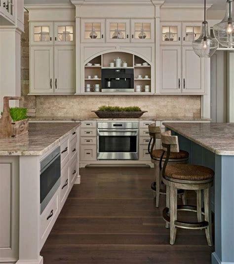 cream backsplash with white cabinets love this kitchen cream cabinets travertine backsplash