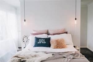 Bett Mit Kissen Dekorieren : kissen als deko im bett praktisch oder unpraktisch ~ Bigdaddyawards.com Haus und Dekorationen