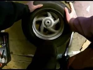 Changer Un Seul Pneu : changer un pneu a la main youtube ~ Gottalentnigeria.com Avis de Voitures