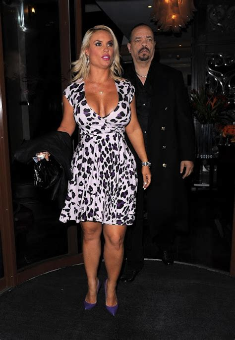 Nicole Coco Austin Flashing Her Pussy While Leaving Her