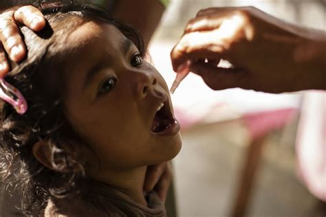 unicef  partners support philippine department  healths polio outbreak response