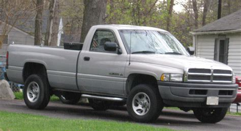 File:94 01 Dodge Ram regularcab   Wikimedia Commons