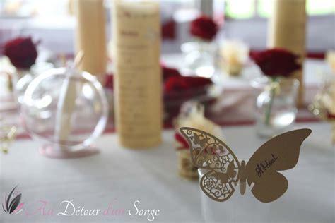 decoration de salle de mariage couleurs blanc bordeaux