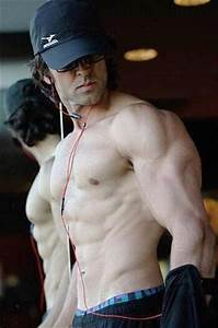 HRITHIK ROSHAN'S WORKOUTS AND DIET | Muscle world