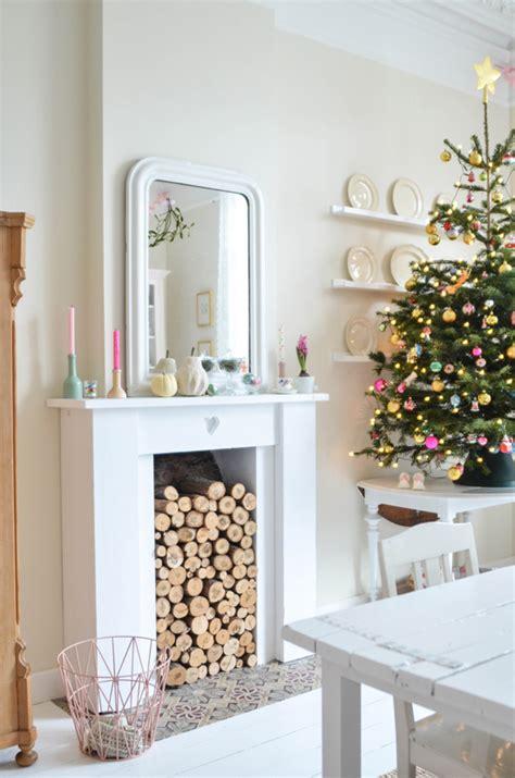 pretty christmas mantel decor ideas stylecaster